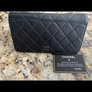 CHANEL Yen Quilted Continental Wallet